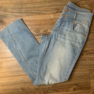 Refuge Distressed Jeans